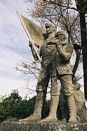 産業戦士の像